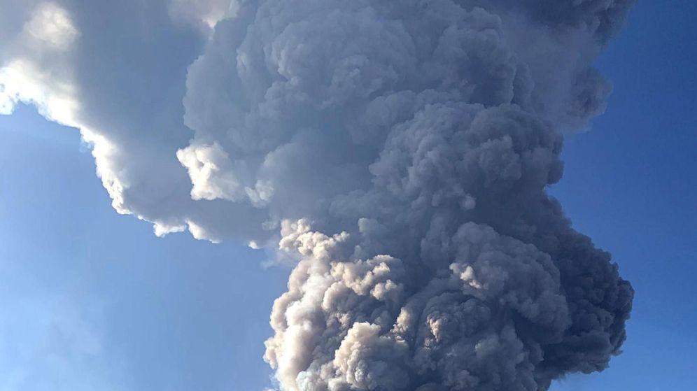 Foto: Erupción del volcán en Italia. (EFE)
