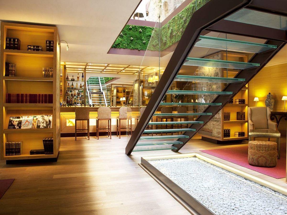 Foto: El champagne bar del lobby del hotel Urso