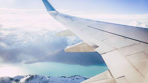250.000$ y 20 años de prisión: la multa por ir sin mascarilla y orinar en un avión