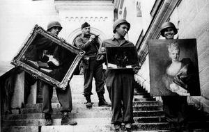 Los héroes que salvaron al arte de las balas y las bombas
