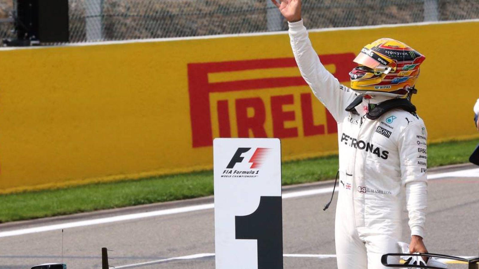 Foto: Hamilton, celebrando la pole en Bélgica. (Foto: @MercedesAMGF1)
