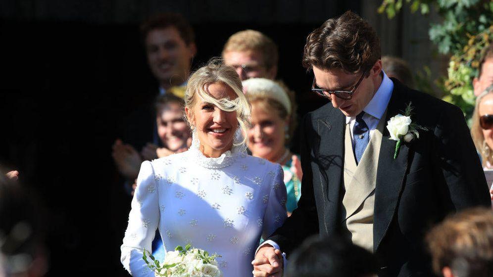 Foto: Ellie Goulding y Caspar Jopling abandonan la catedral de Nueva York tras su boda. (Getty)