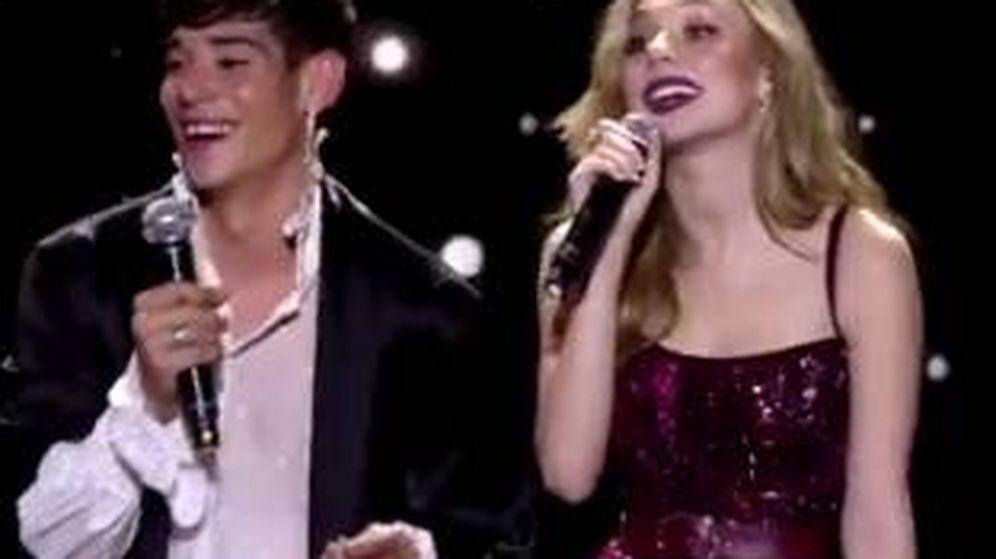 Foto: César Vicente y Ester Expósito, durante la gala de Los40 Music Awards. (Twitter)