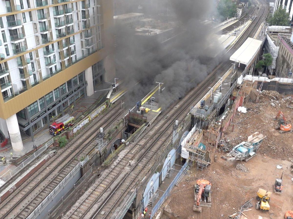 Foto: Declarado un gran incendio cerca de la estación Elephant and Castle de Londres. (Reuters)