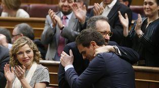 Rivera da la talla; Sánchez y Rajoy, no
