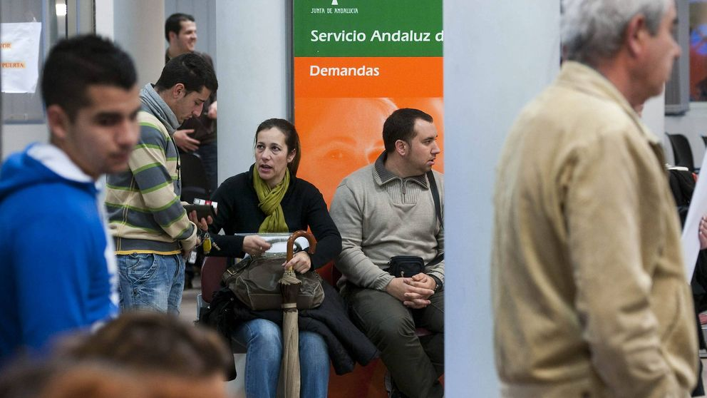 Rentoy electoral tras subir el paro: Díaz anuncia 7.100 nuevos empleos públicos