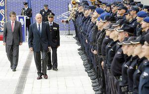 Interior da un 43% más de medallas con pensión en pleno roce PP-Policía