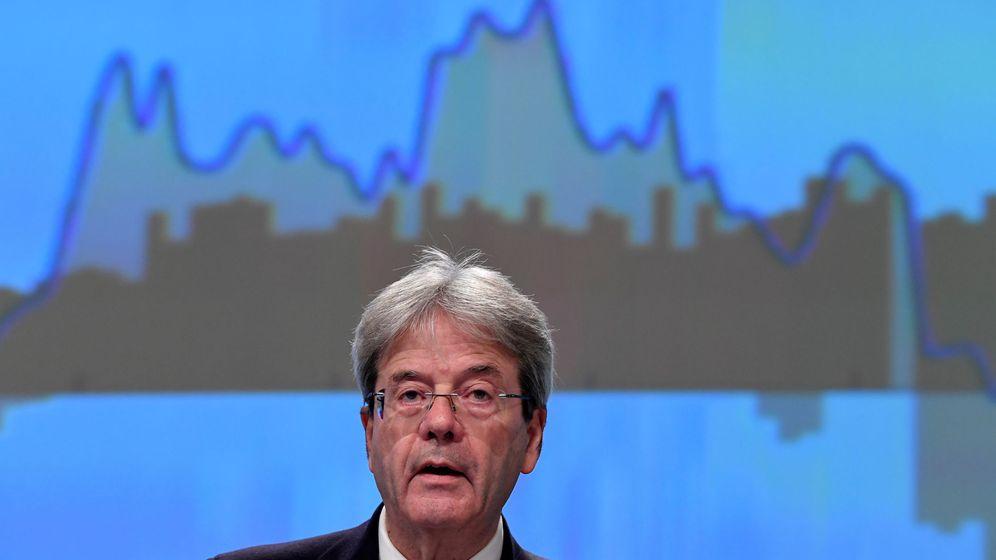 Foto: Comisario de Economía durante una rueda de prensa (Reuters)