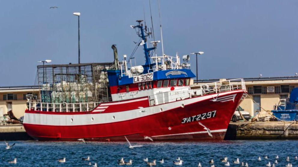 Grito desesperado del pesquero español con doce migrantes en Libia: Viene un temporal