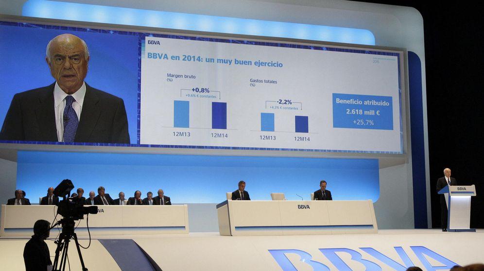 Foto: El presidente de BBVA, Francisco González, durante su intervención en la junta de accionistas. (EFE)