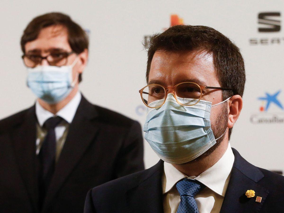 Foto: El vicepresidente del Govern en funciones de presidente, Pere Aragonès (d), y el ministro de Sanidad, Salvador Illa. (EFE)