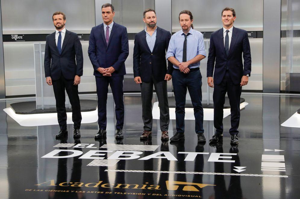 Foto: Pablo Casado, Pedro Sánchez, Santiago Abascal, Pablo Iglesias y Albert Rivera, en el plató del debate. (Reuters)