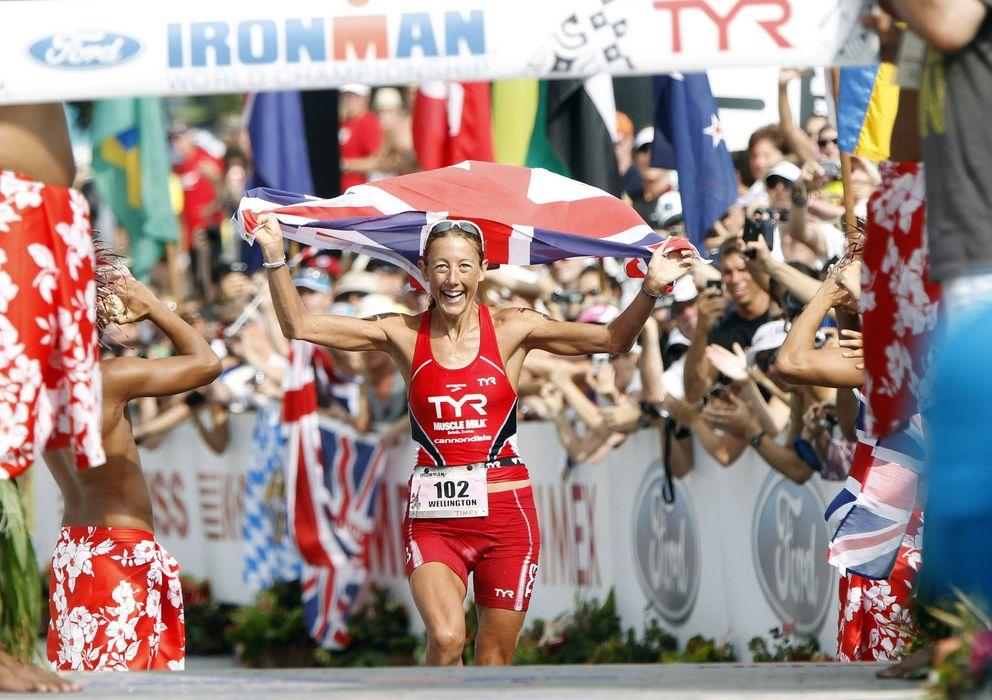 Foto: Chrissie Wellington, tras ganar un campeonato mundial Ironman (EFE)