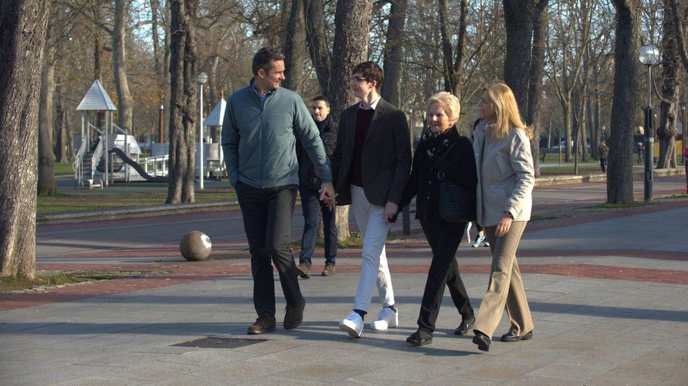 Foto: Iñaki Urdangarin, con su hijo Pablo, su madre y la infanta Cristina. (Lagencia Grosby)