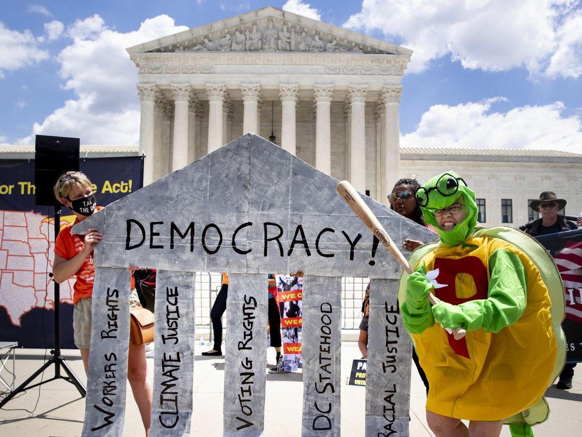 Foto: Manifestación ante el Tribunal Supremo estadounidense. (Reuters)