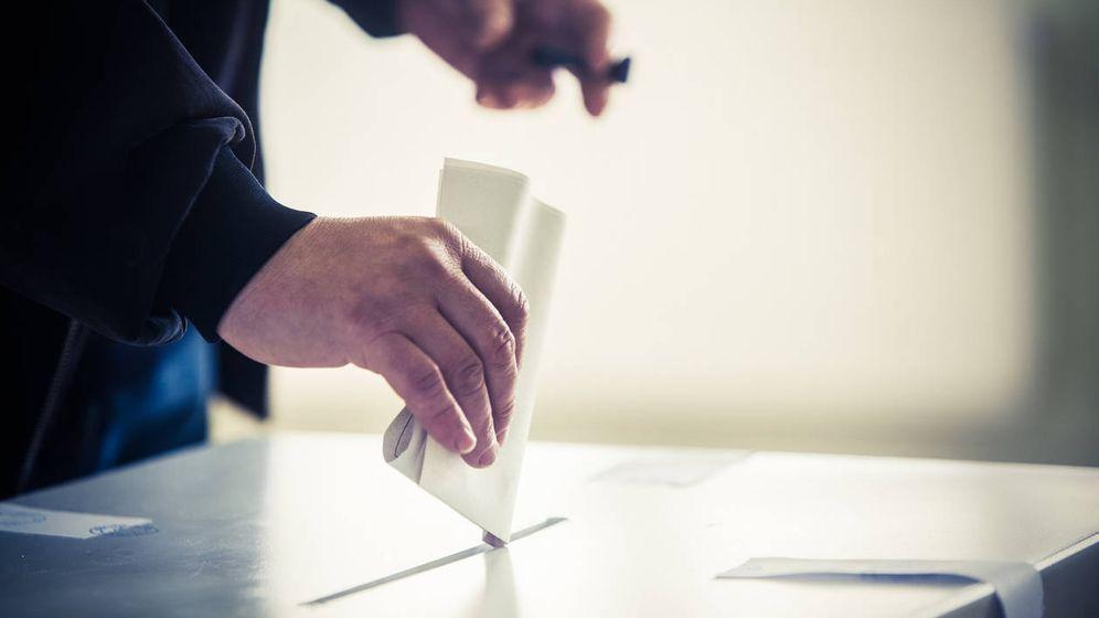 Foto: Cómo saber dónde tienes que ir a votar el 28 de abril (iStock)