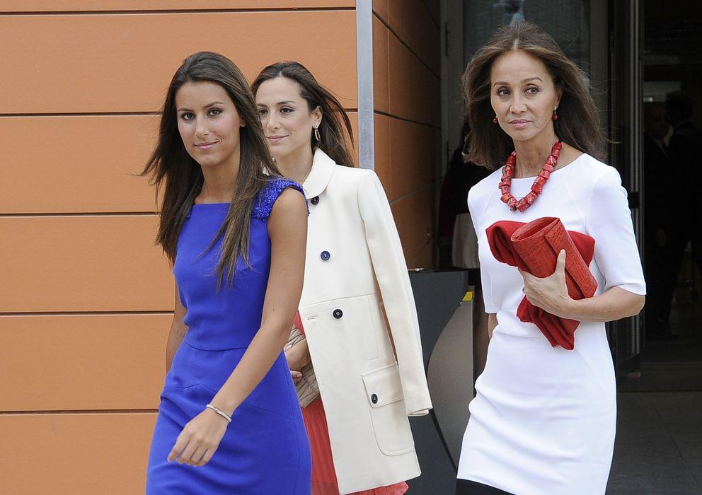 Foto: Tamara Falcó, junto a su madre y su hermana Ana en una fotografía de archivo (Gtres)