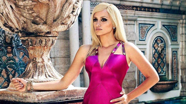 Foto:  Penélope, caracterizada como Donatella. (EW)