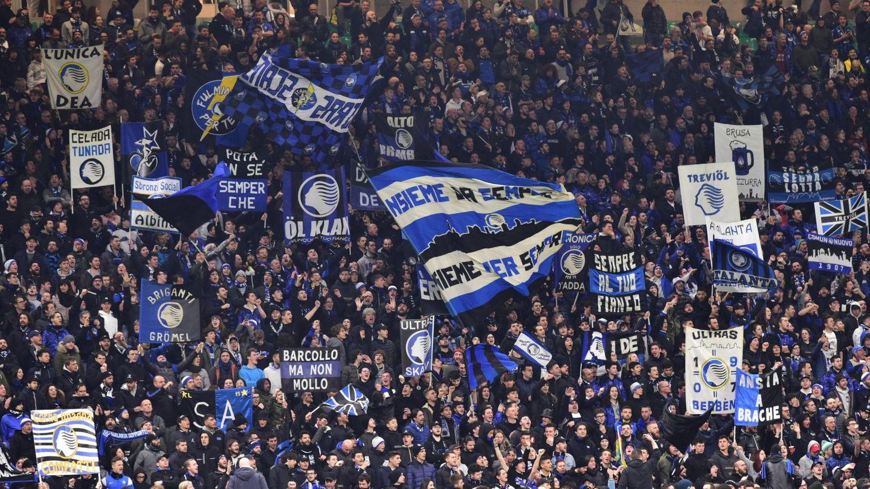 Aficionados del Atalanta, durante un partido. (Reuters)