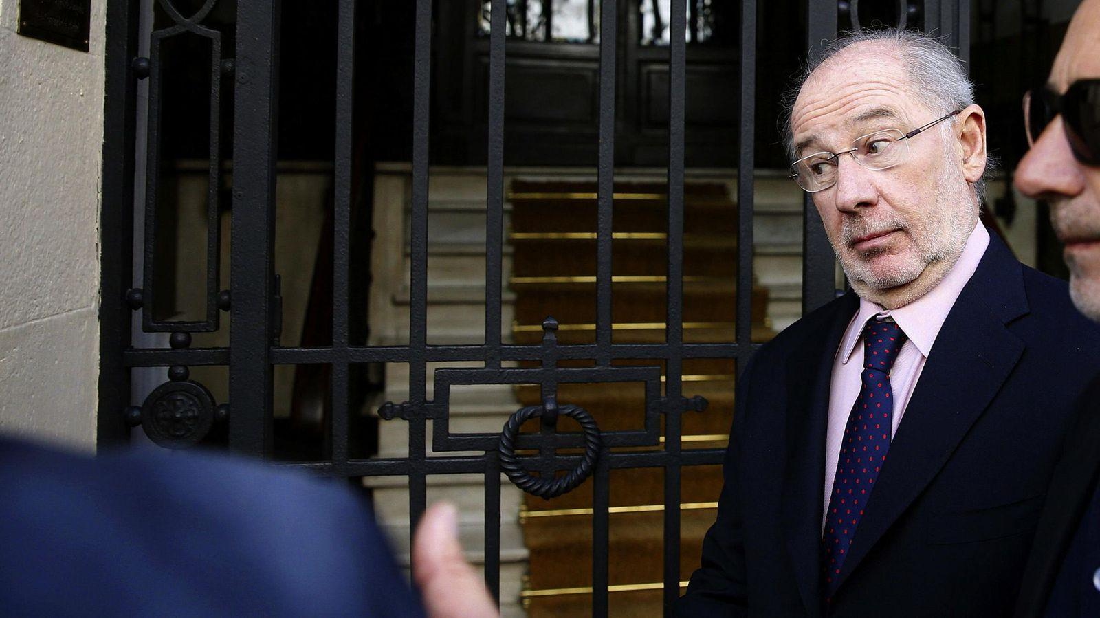Foto: El exvicepresidente del gobierno, Rodrigo Rato, sale de su despacho. EFE