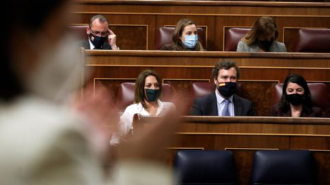 Todos los grupos, menos Vox, aplauden en el Congreso a las víctimas de violencia machista