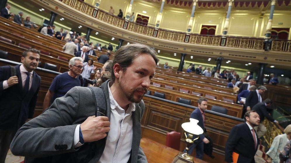 Foto: El líder de Podemos, Pablo Iglesias, tras un pleno del Congreso de los Diputados. (EFE)