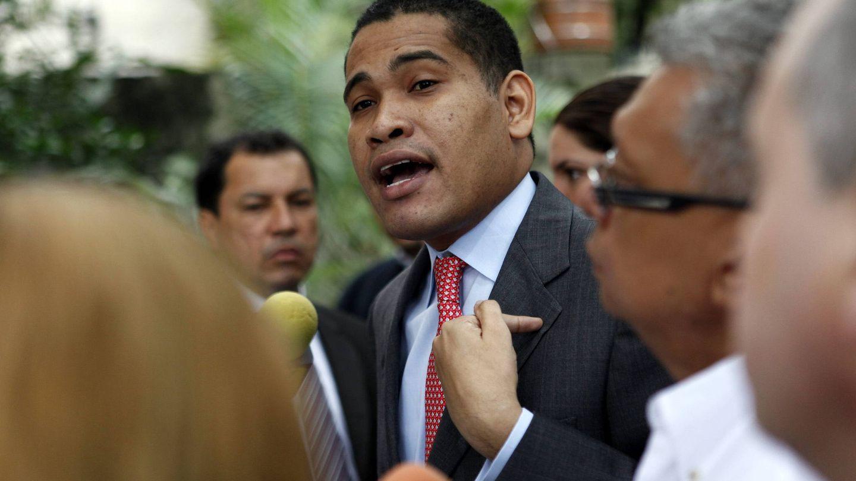 El político y periodista Leocenis García Osorio durante una rueda de prensa en Caracas.(EFE)