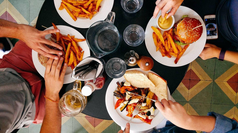 ¿Engordan los hidratos de carbono en la cena? (Dan Gold para Unsplash)