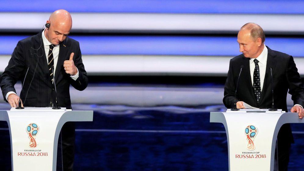 Foto: El presidente de la FIFA, Gianni Infantino, y el presidente ruso Vladimir Putin, durante el sorteo del Mundial. (EFE)