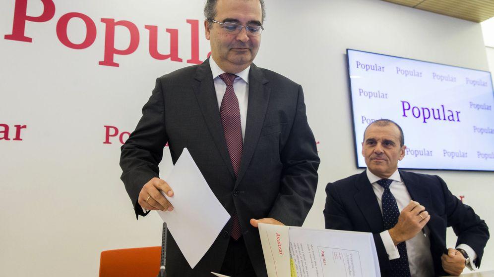 Foto: Ángel Ron, presidente del Banco Popular, da por concluida una rueda de prensa. (EFE)
