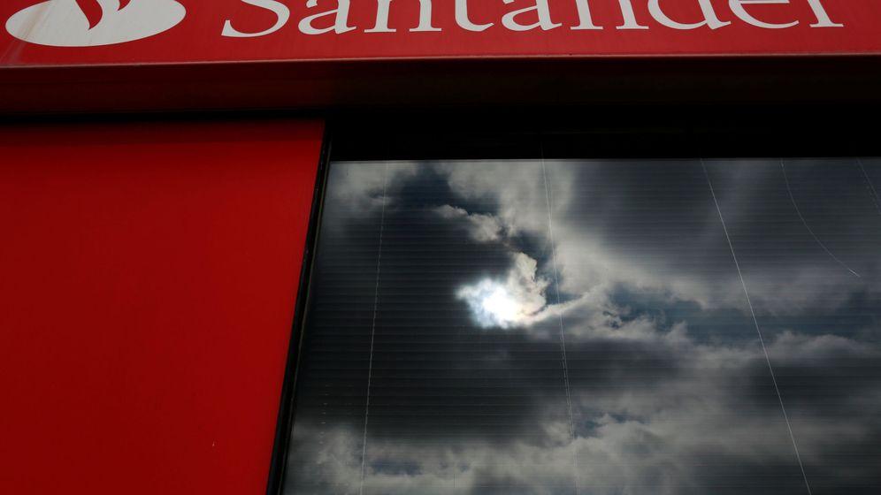 Foto: Imagen de archivo de una sede del Banco Santander. (Reuters)