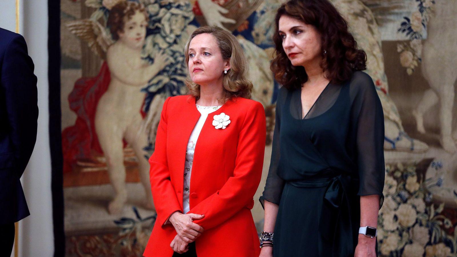 Foto: Nadia Calviño y María Jesús Montero en la presentación de Pablo Hernández de Cos como gobernador del BdE. (EFE)