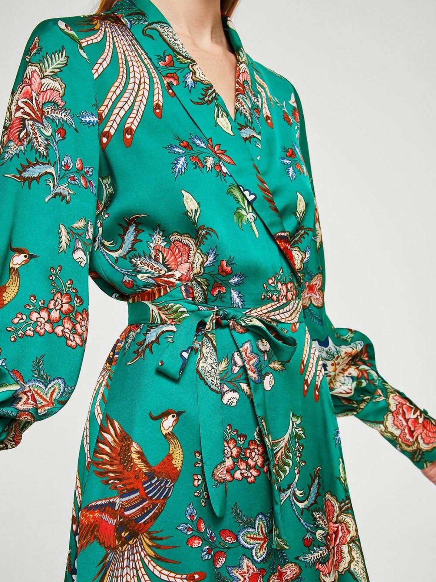 Vestido floral con lazo de Mango. (Web de la firma)