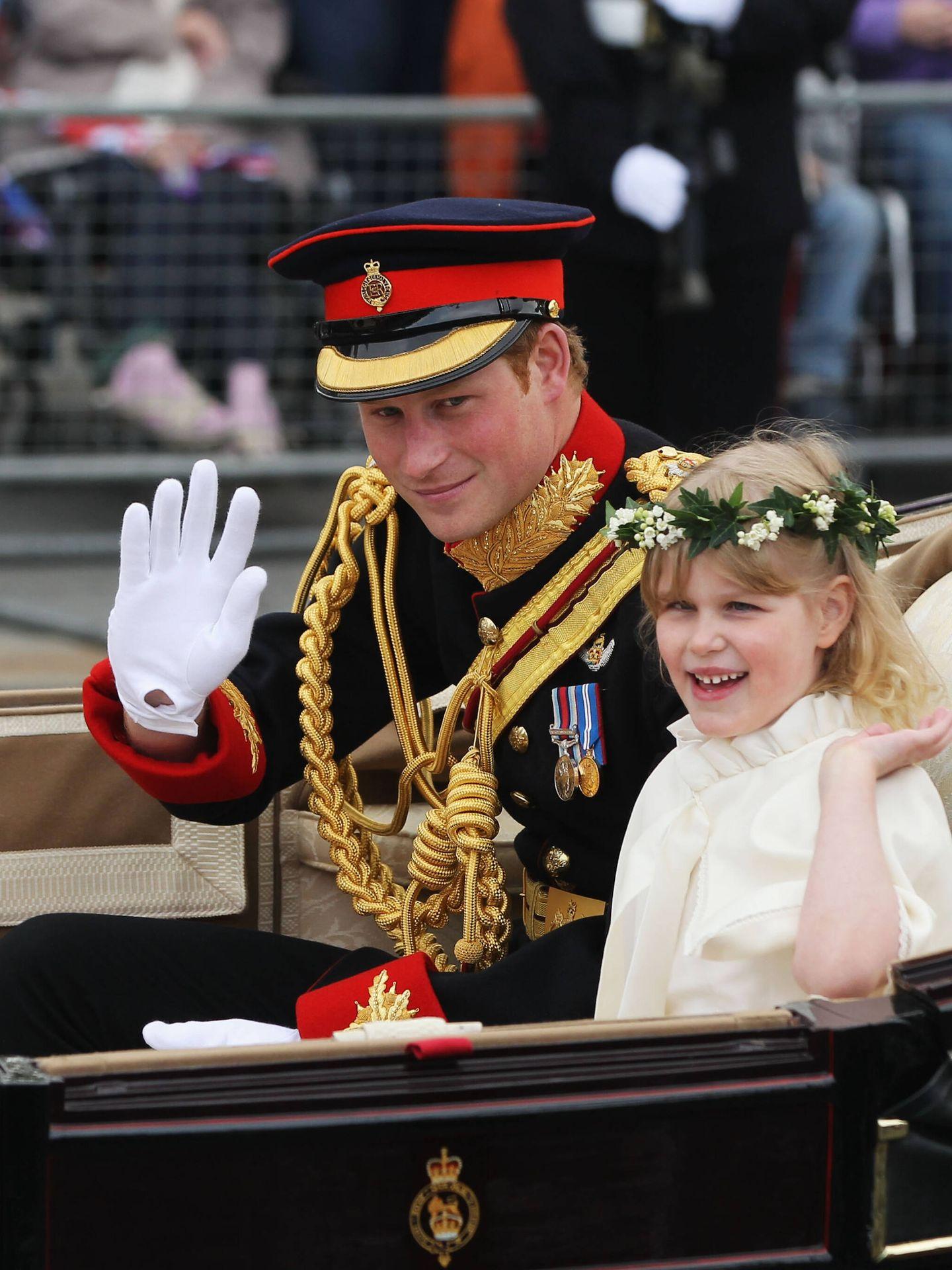 Una joven Lady Louise, junto al príncipe Harry en la boda de Guillermo y Kate. (Getty)