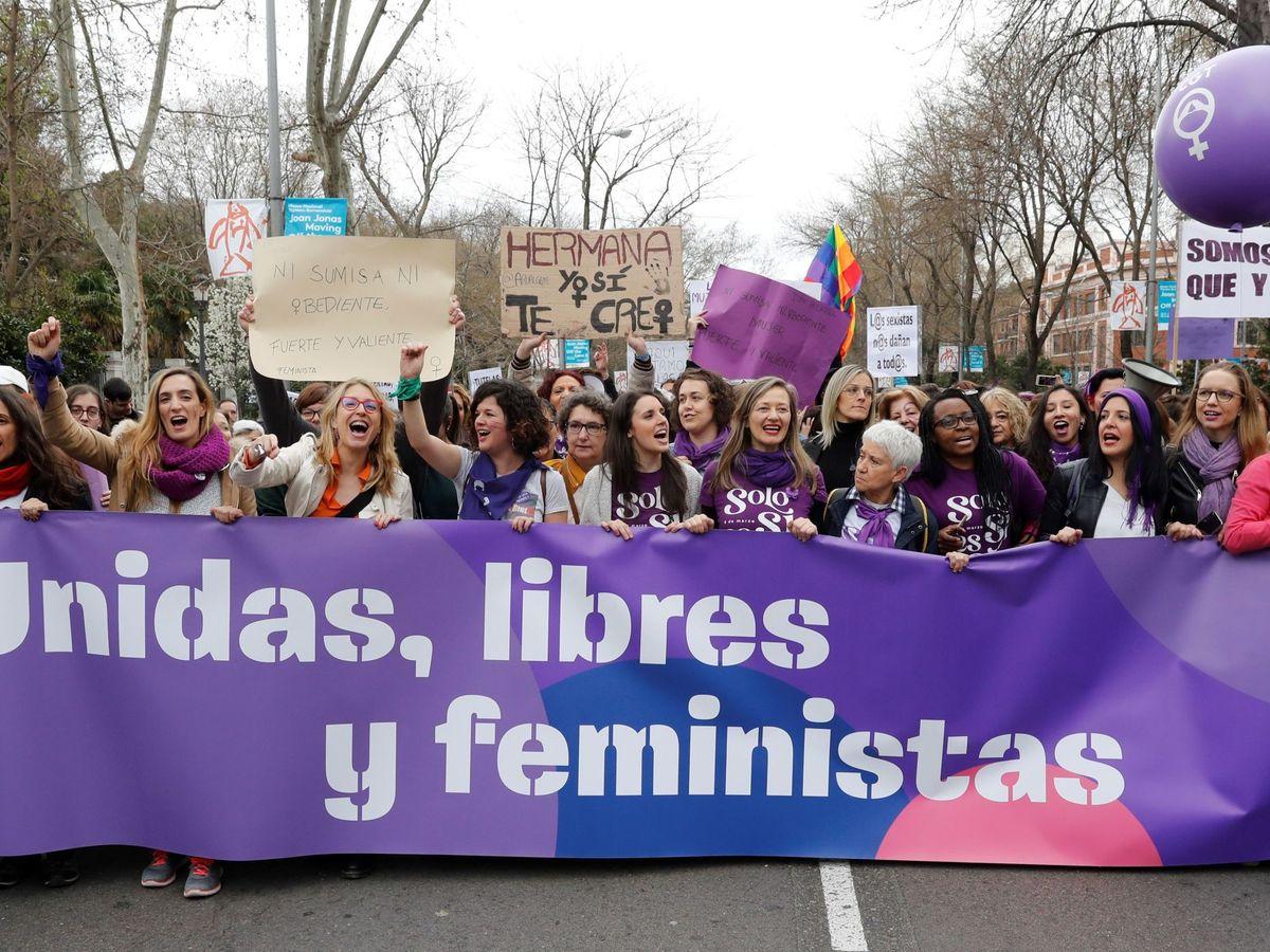 Foto: La ministra de Igualdad, Irene Montero, junto a otros miembros de Unidas Podemos en el Gobierno, durante la manifestación por el Día de la Mujer. (EFE)