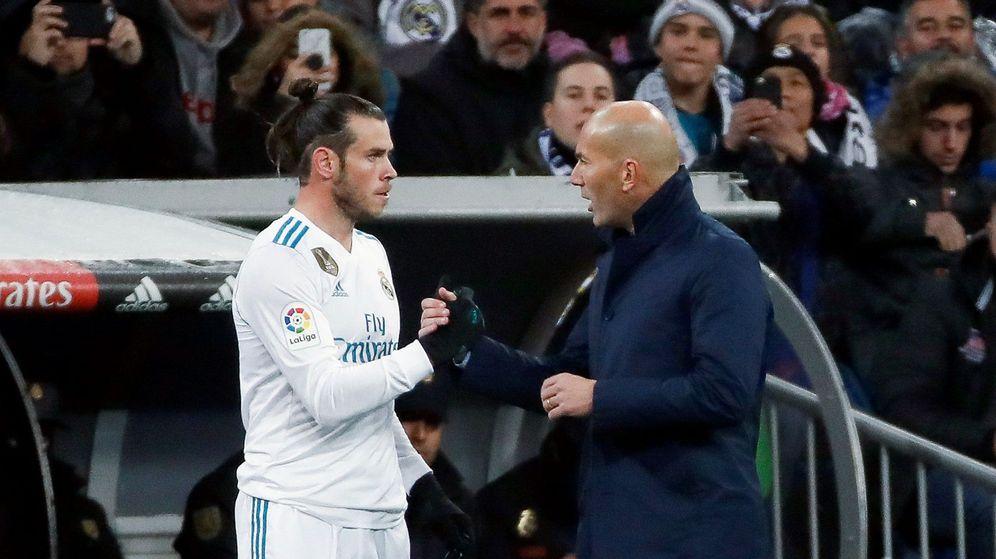 Foto: Bale, con Zidane, antes de saltar al campo en el Real Madrid-Fuenlabrada de Copa. (EFE)