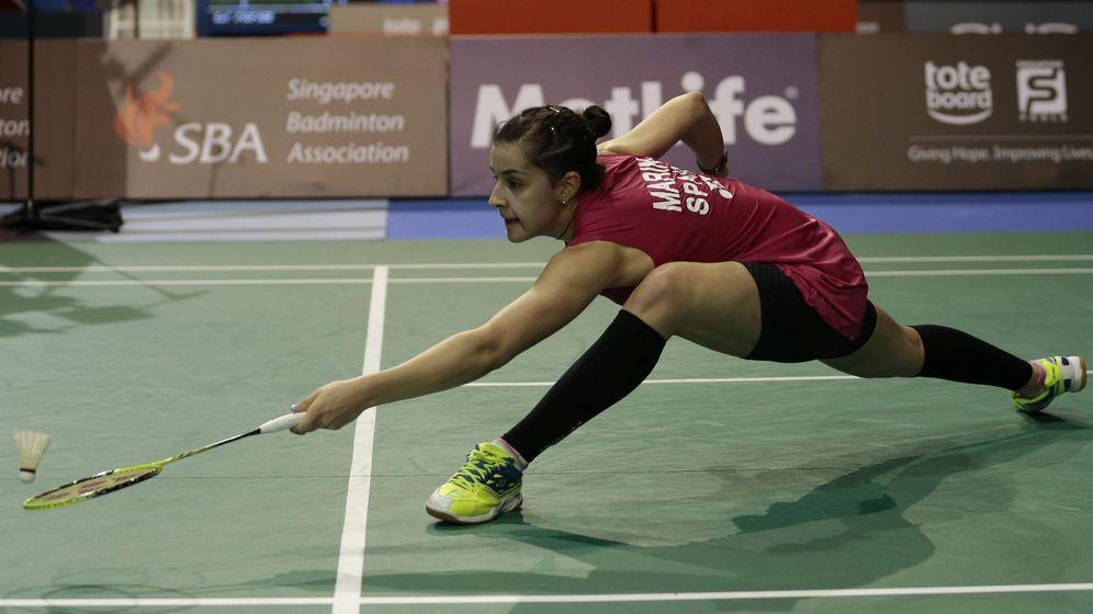 Foto: Carolina Marín, durante su partido de cuartos ante la japonesa Akane Yamaguchi en el Abierto de Singapur. EPA/WALLACE WOON