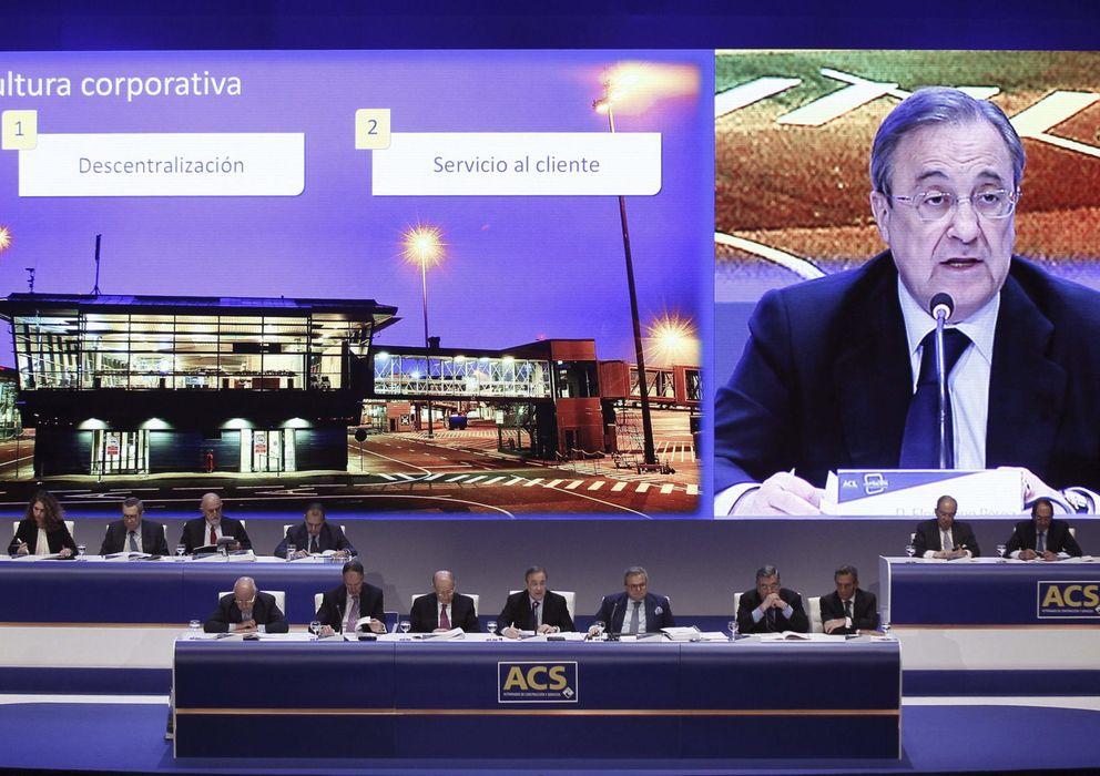 Foto: El presidente de ACS, Florentino Pérez (c), durante la junta de accionistas. (EFE)