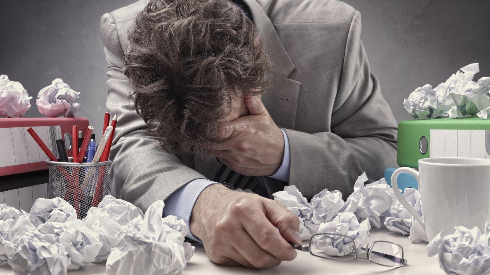Foto: Un profesor de Oxford tiene la clave para no sentirnos todo el tiempo tan cansados. (iStock)
