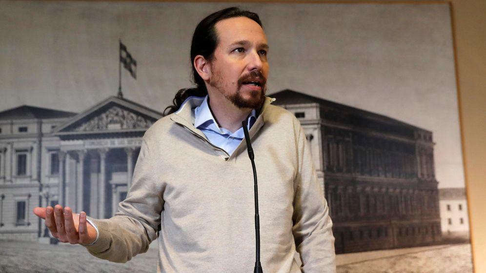 Foto: El líder de Podemos, Pablo Iglesias, durante su comparecencia ante los medios tras recoger este jueves en el Congreso el acta de diputado. (EFE)