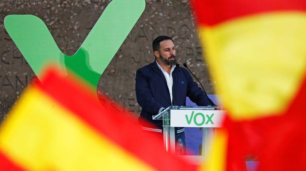 Foto:  El líder de Vox, Santiago Abascal, interviene en el último acto de campaña de la formación. (Reuters)