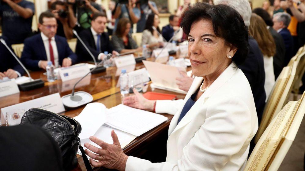Foto: La ministra de Educación, Isabel Celaá, presidiendo una conferencia sectorial de Educación. (EFE)