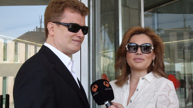 El empresario Javier Rigau y su abogada, Teresa Bueyes. (EFE)