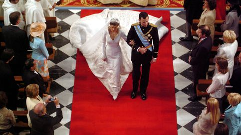 Del casi beso a la patada de Froilán: la boda de Felipe y Letizia en 20 imágenes