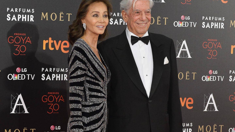 Isabel Preysler y Mario Vargas Llosa, en los Goya en 2016. (Getty)