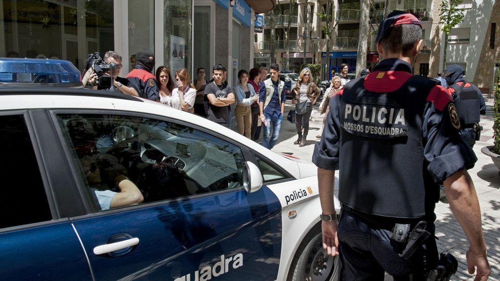 Foto: Imagen de archivo de varios agentes de Mossos D'Esquadra. (EFE)