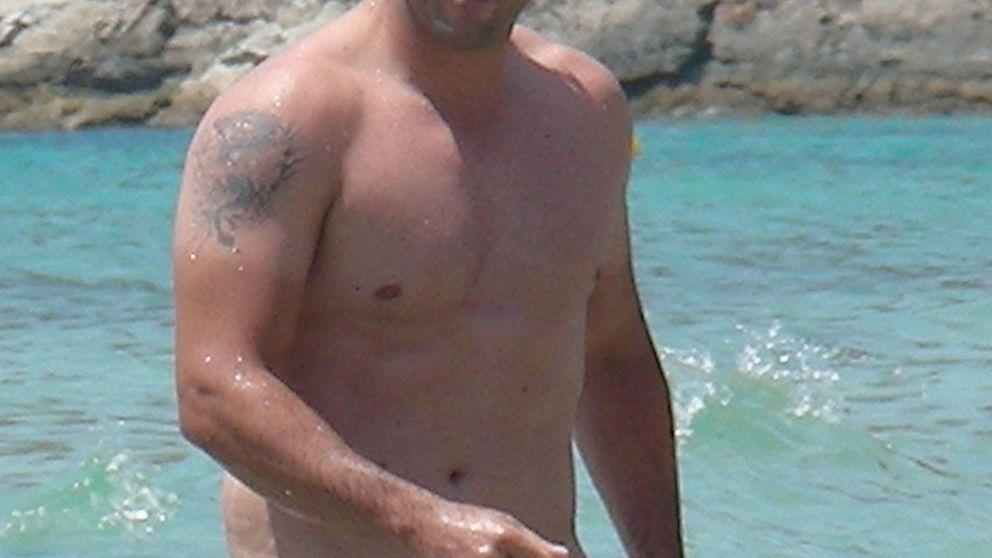 David Bustamante por fin se quita la camiseta en Ibiza