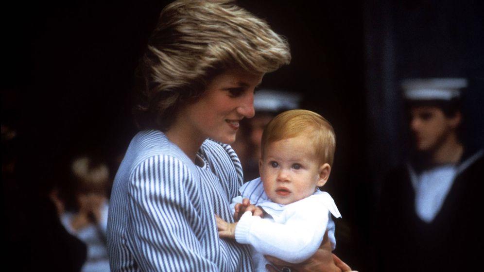 Foto: Harry en los brazos de su madre en abril de 1985. (Cordon Press)