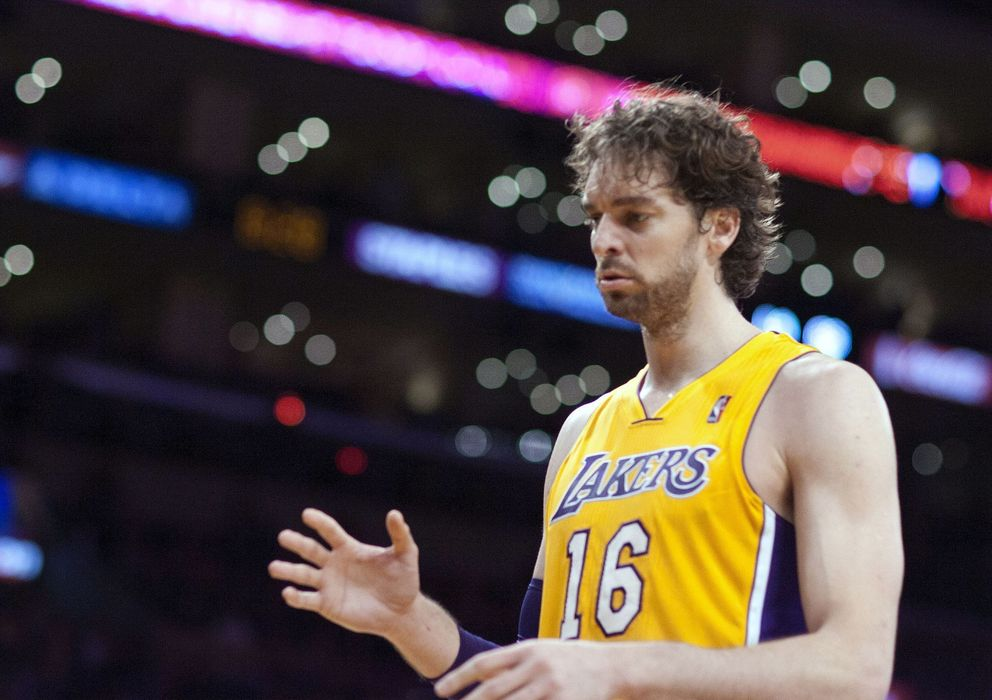Foto: Pau Gasol contra Golden State Warriors en el Staples Center (Efe).