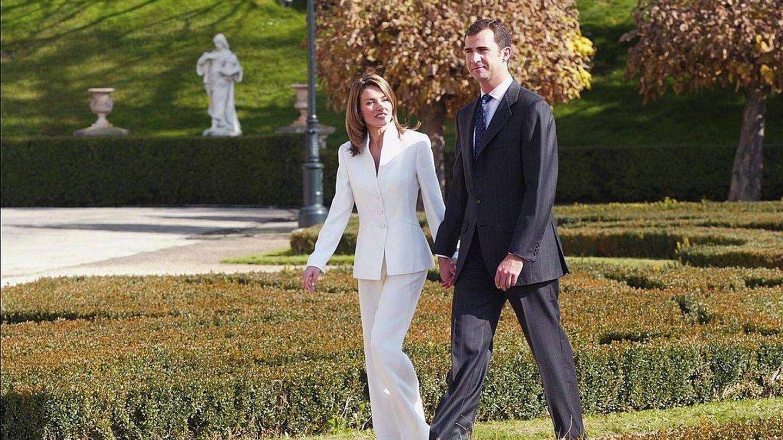 Felipe y Letizia, durante el anuncio de su compromiso, en 2003. (Getty)